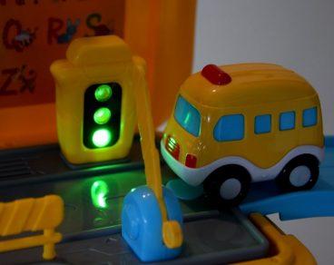 Autobus školský - odrážadlo, autodráha 3v1